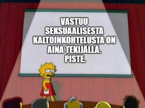 """Meemi, jossa Lisa Simpson seisoo lavalla pitämässä esitelmää. Lisalla vakava ilme kasvoilla. Taululla lukee """"Vastuu seksuaalisesta kaltoinkohtelusta on aina tekijällä. Piste.""""."""